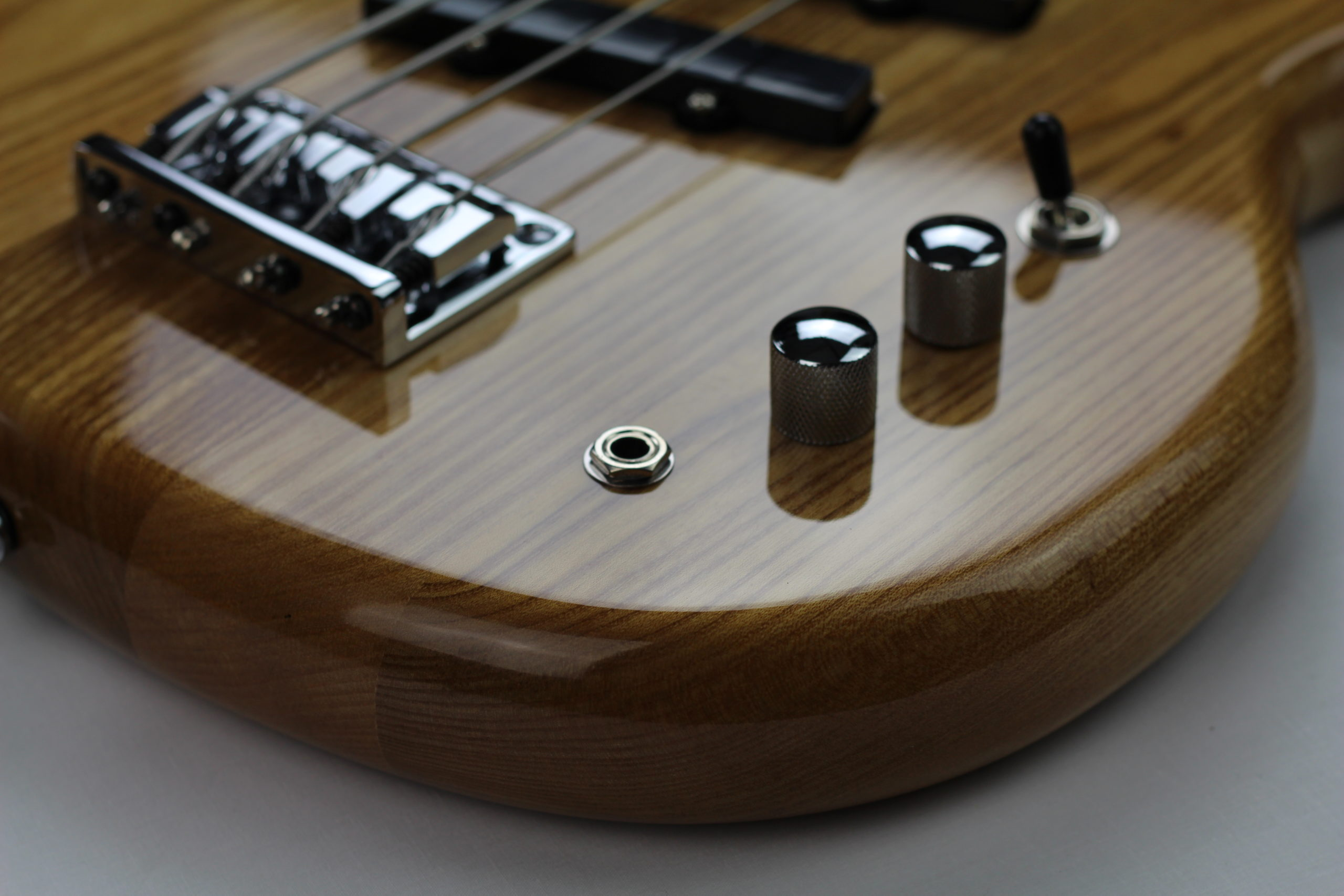 Rear angle of the Chowny SWB-1 short scale bass