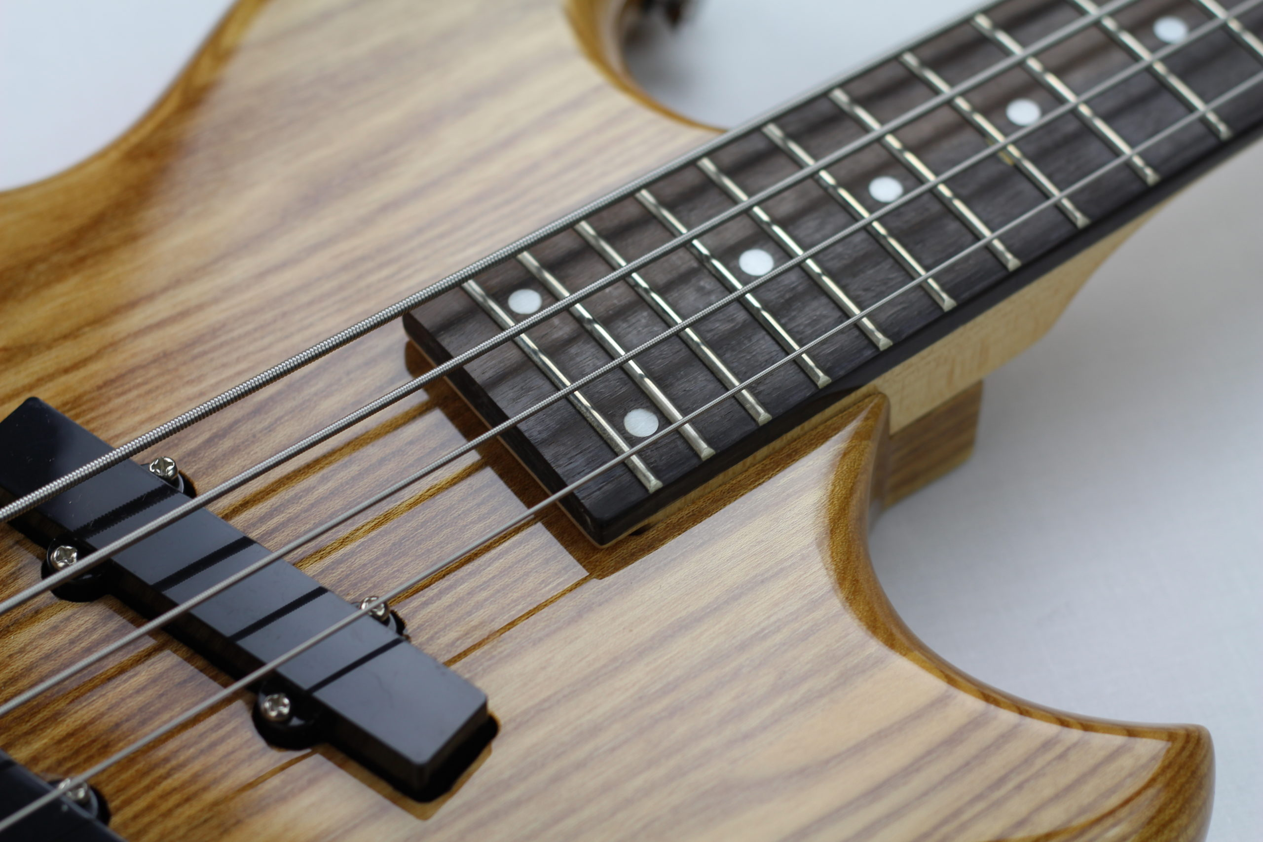 Chowny SWB-1 short scale bass fretboard