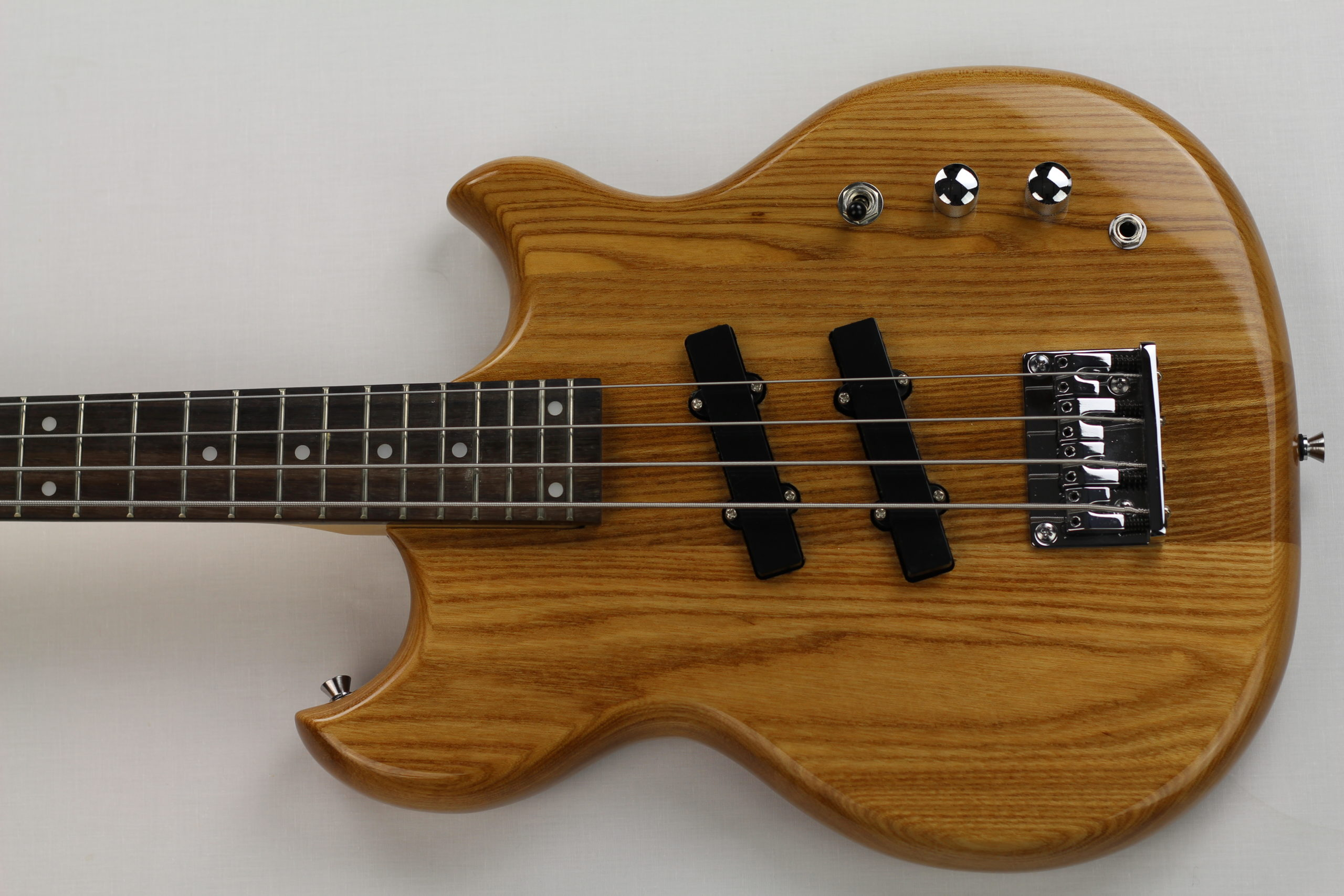 Chowny SWB-1 short scale bass top view 2